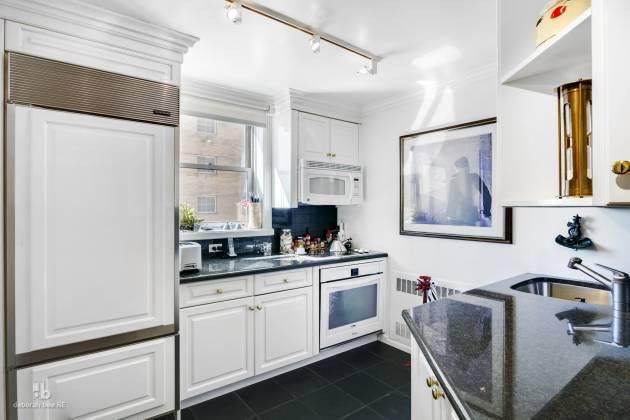 137 New York City,New York 10016,2 Bedrooms Bedrooms,2 BathroomsBathrooms,Condocoop,CARLTON REGENCY,RPLU-648370128